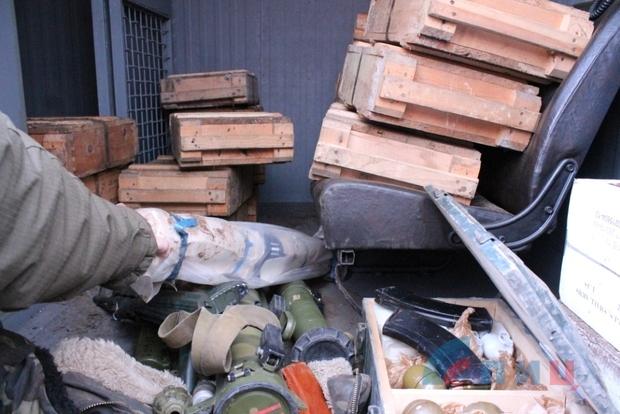 В «ЛНР» показали найденное оружие для покушения на Плотницкого (фото)