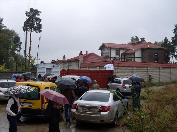 В Северодонецке пикетировали дом секретаря горсовета (фото)