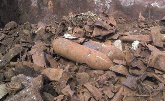 В Мариуполе нашли авиационные бомбы (фото)