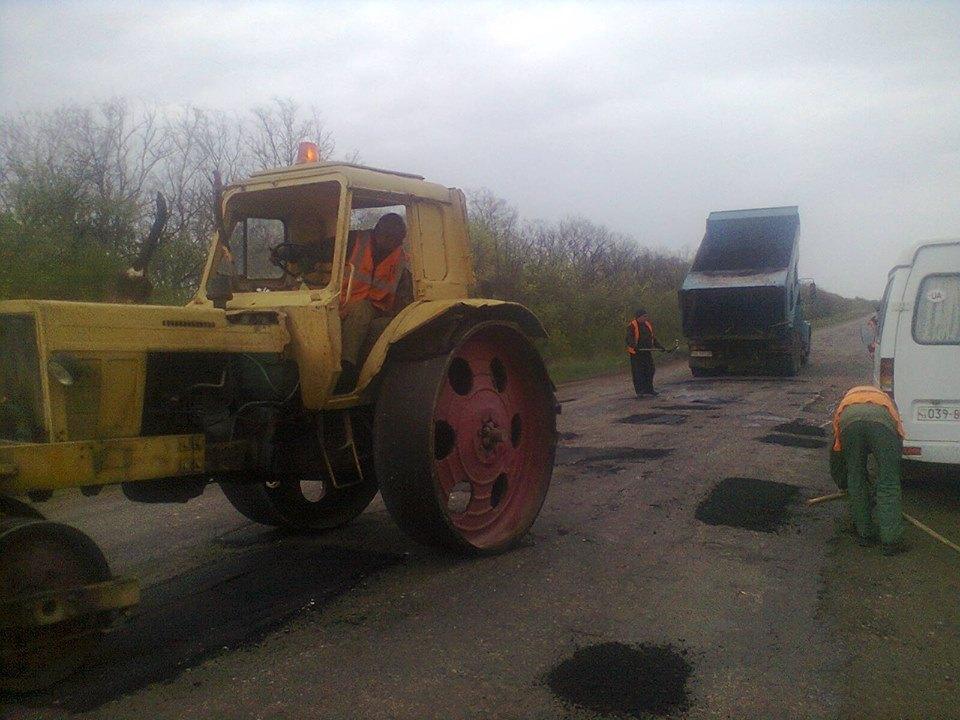 В Луганской области начался ремонт дорог (фото)