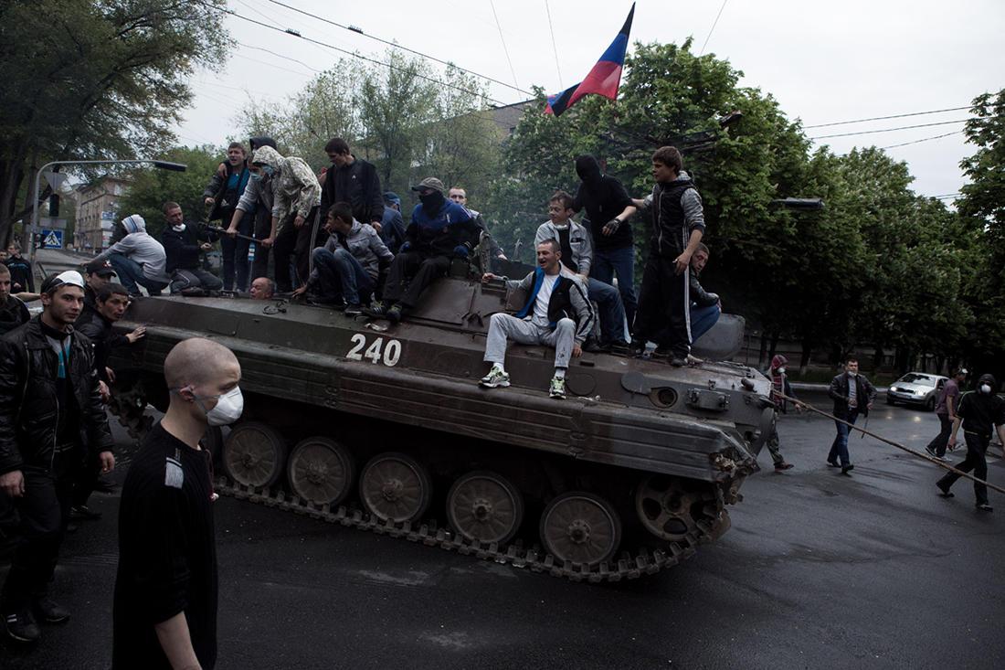Захваченная сепарами БМП Мариуполь Фото Турченковой