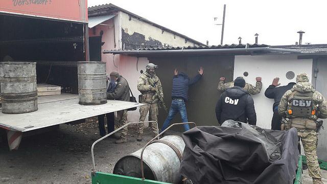 СБУ разоблачила командование одной из воинской части, которое продавало топливо из зоны АТО