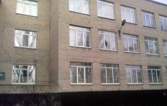 Боевики «ДНР» обстреляли школу в прифронтовой Марьинке (фото)