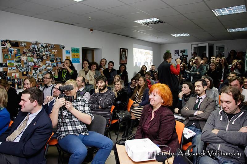 Зал Дома свободных людей, где проходила презентация музея, был переполнен