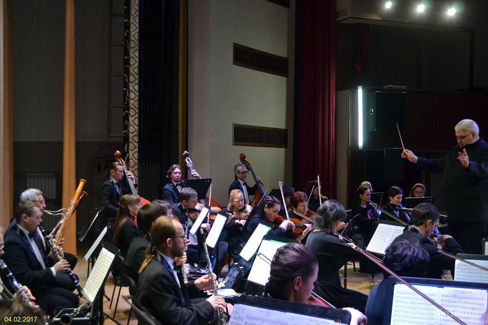 Академический симфонический оркестр приглашают на гастроли в Орлоя. Снимок с концерта в новом доме филармонии - зале Северодонецкого музучилища. Фото с Facebook