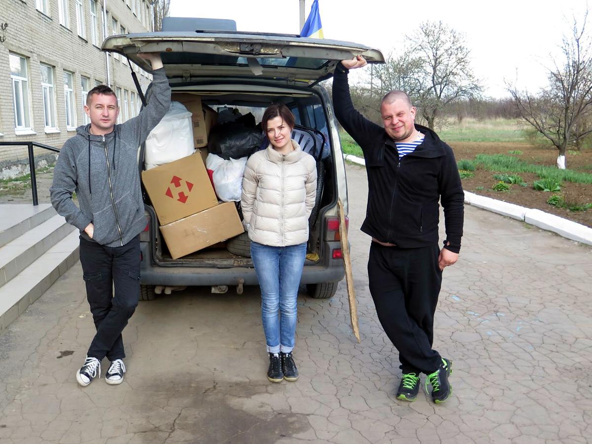 Сергей Жадан и Ирина Куницына, поездка в Луганское. Фото из Facebook