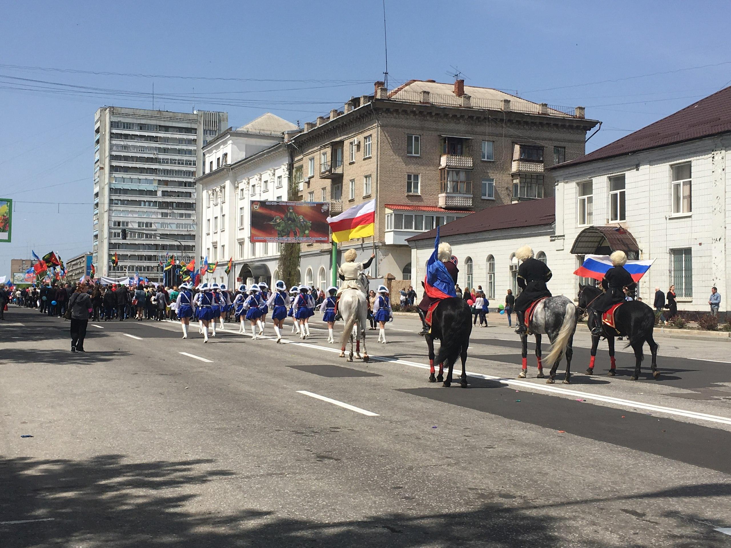 Первомайское шествие в Луганске, май 2017. Фото из социальных сетей