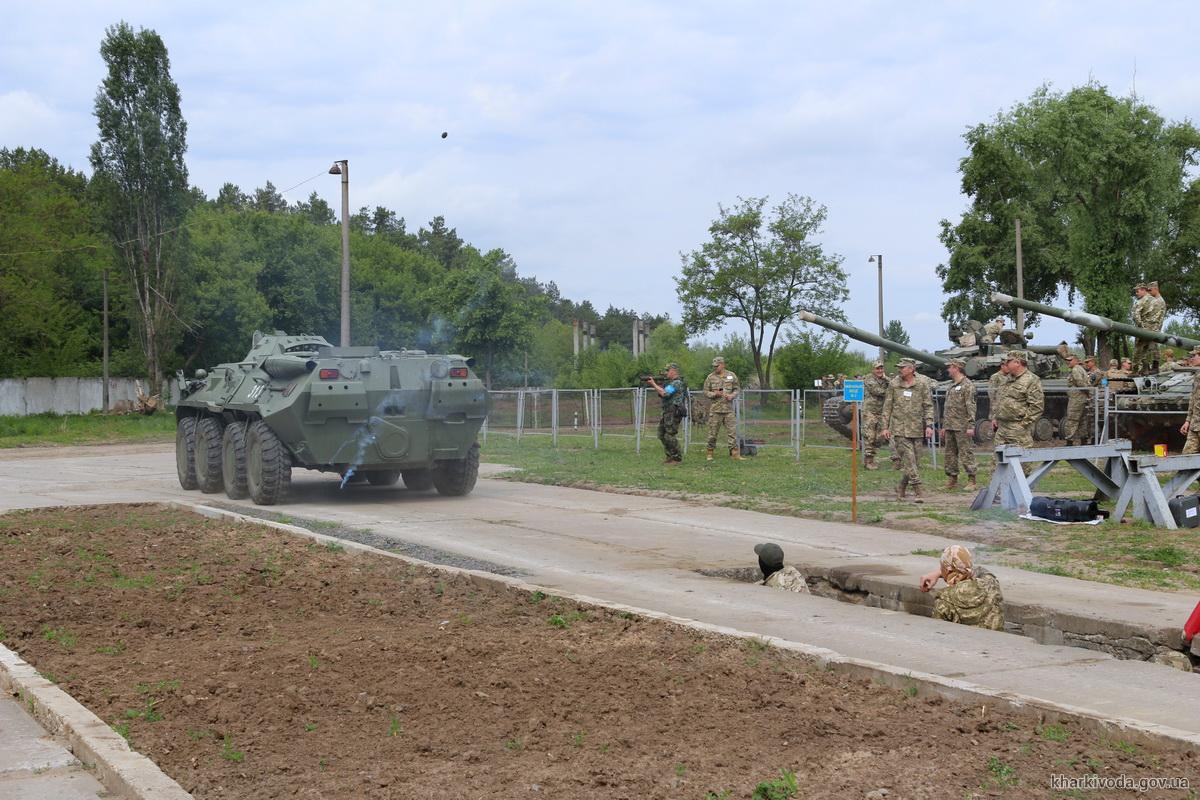 Бронетехника на занятиях 29 мая. Фото с сайта Харьковской ОГА