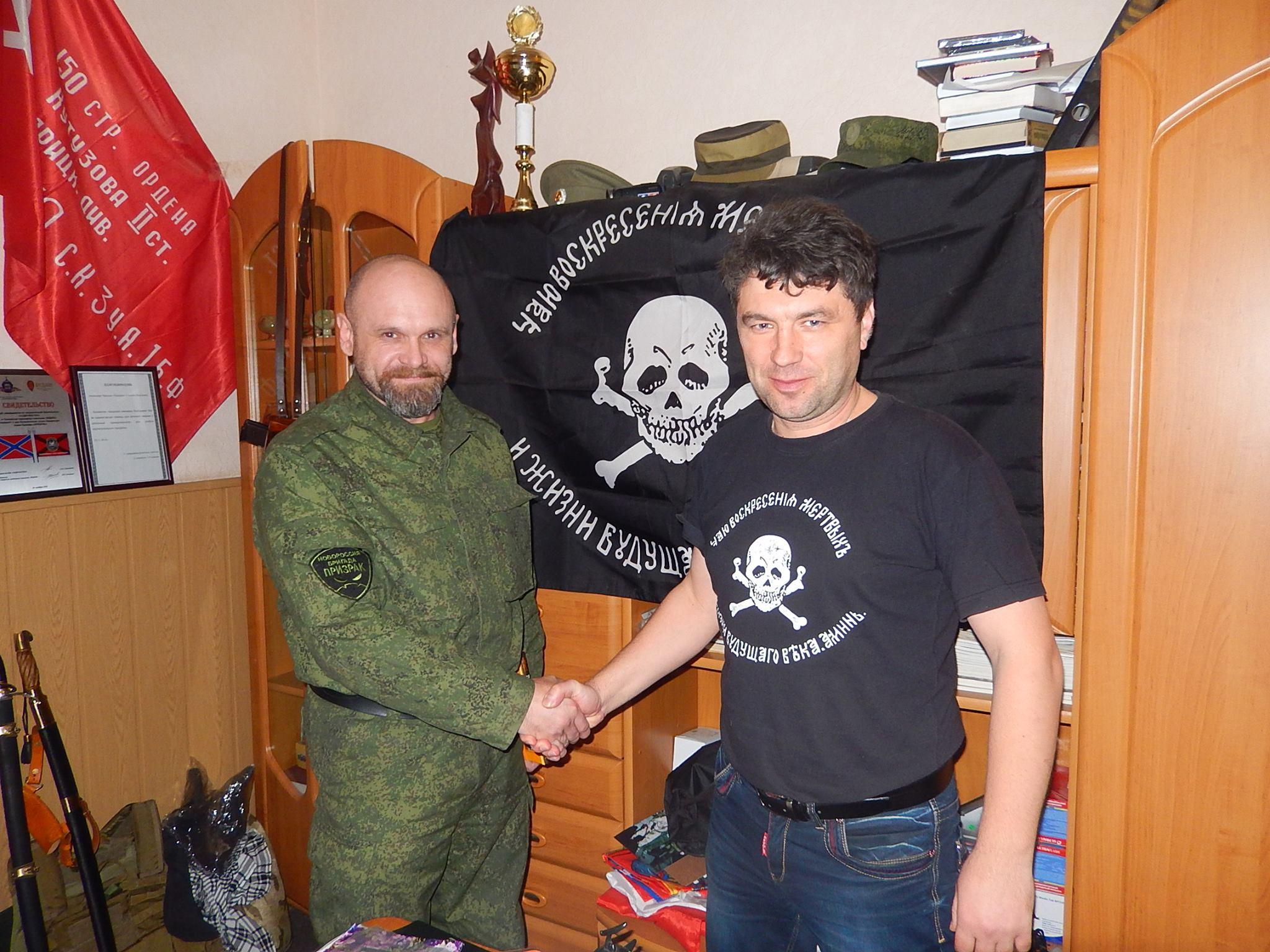 Першиков с комбригом «Призрака» Алексеем Мозговым. Группу «Крым» перебросили в Луганск еще в 2014-м. Фото из Facebook