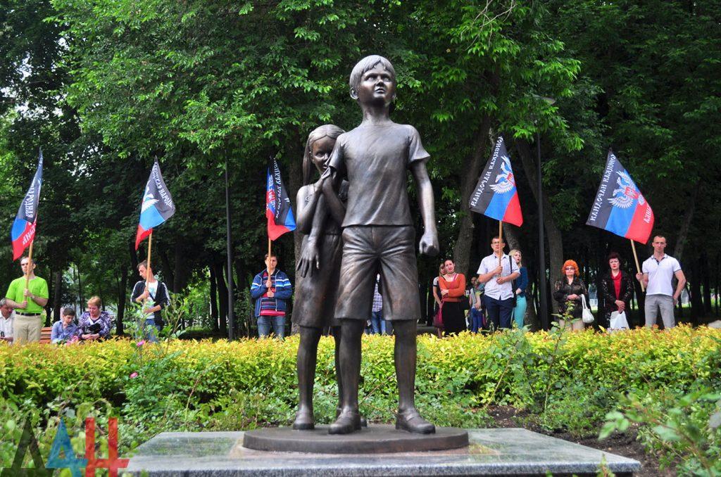 В «ДНР» поставили памятник «Детям войны»