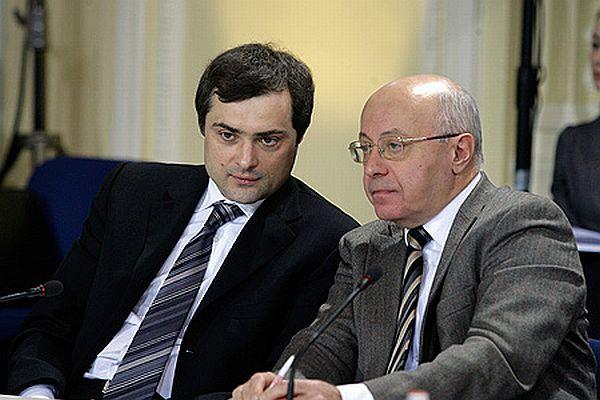 Против главы РОВС провел кампанию близкий к советнику президента РФ Суркову политтехнолог Кургинян (на фото справа)