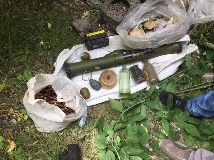 Тайники с оружием боевиков найдены в Донецкой области