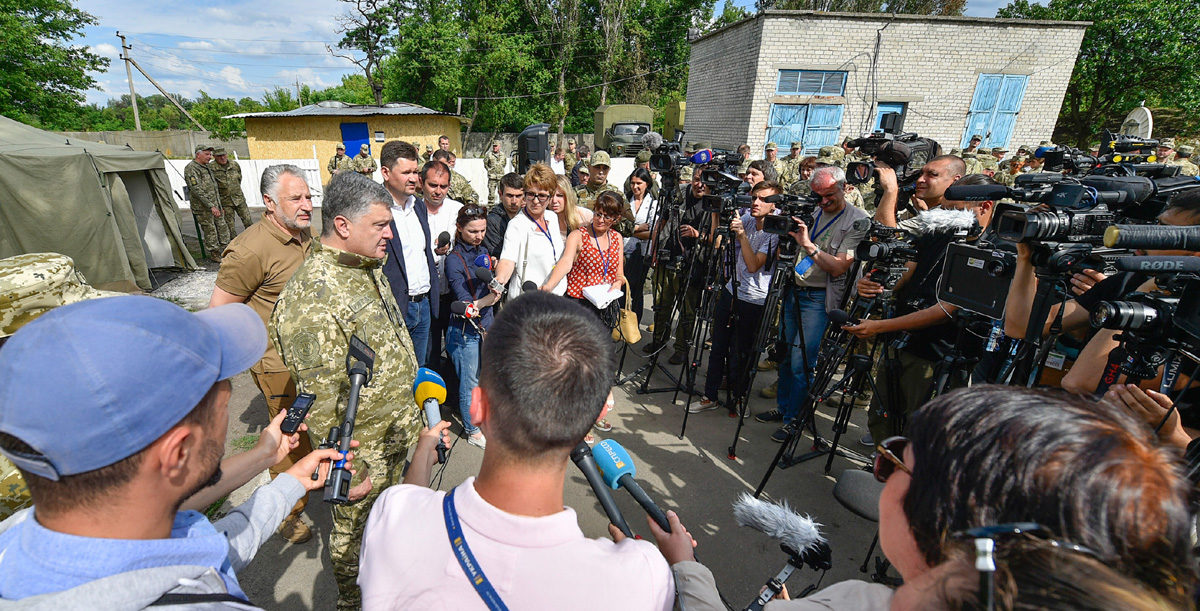 Президент Порошенко в Покровске говорит о реинтеграции ОРДЛО. Фото пресс-службы Президента Украины