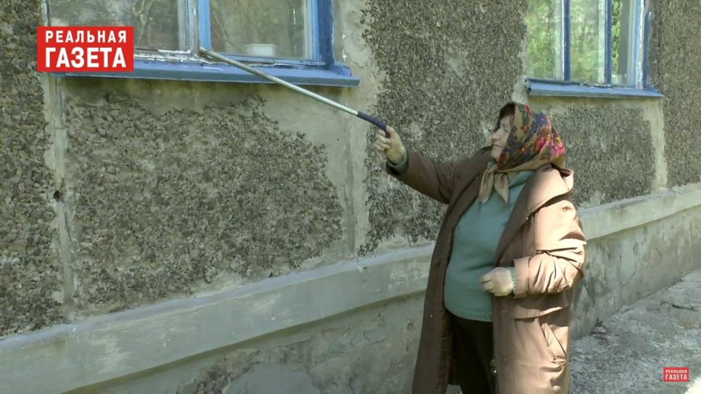 В Луганске ветеранам годами не могут заменить разбитые стекла