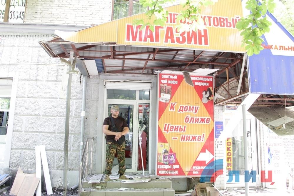 На месте взрыва возле магазина «Музыкальный пик». 7 июля 2017
