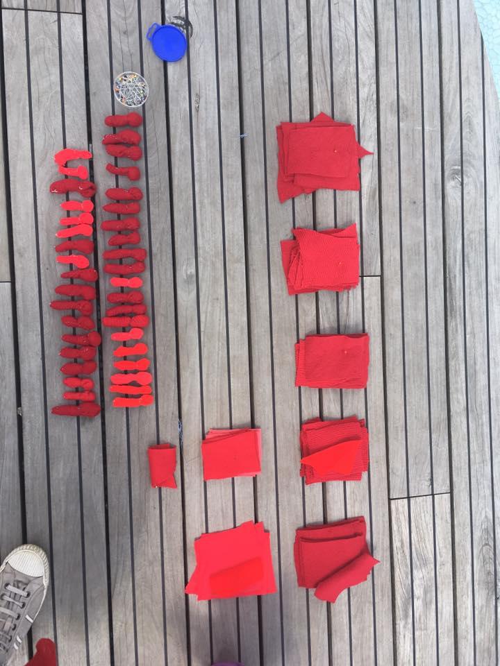 Художница Лия Достлева шьет кукол в память о жертвах МН17. Фото из Facebook Лии Достлевой