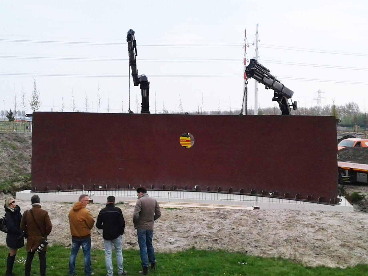 Установка мемориала в память о МН17. Фото с официального сайта проекта