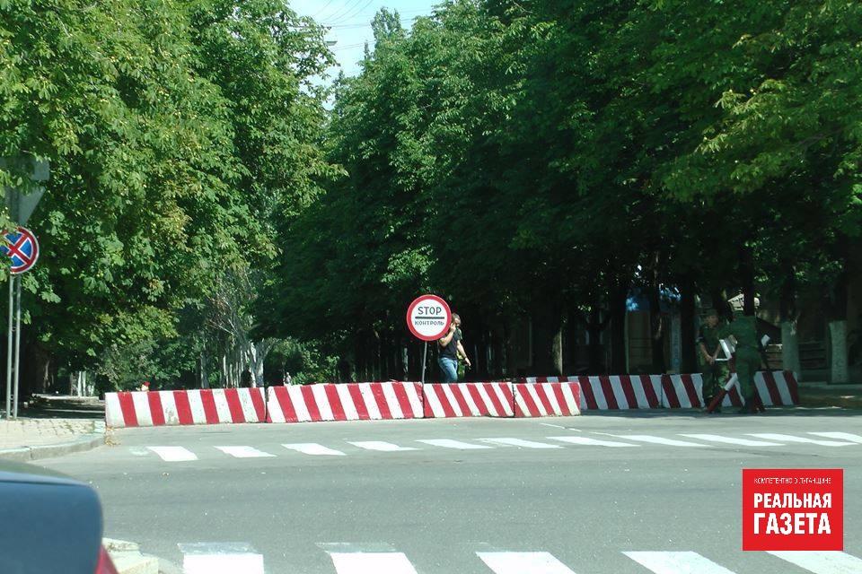 Бетонные блоки в центре Луганска