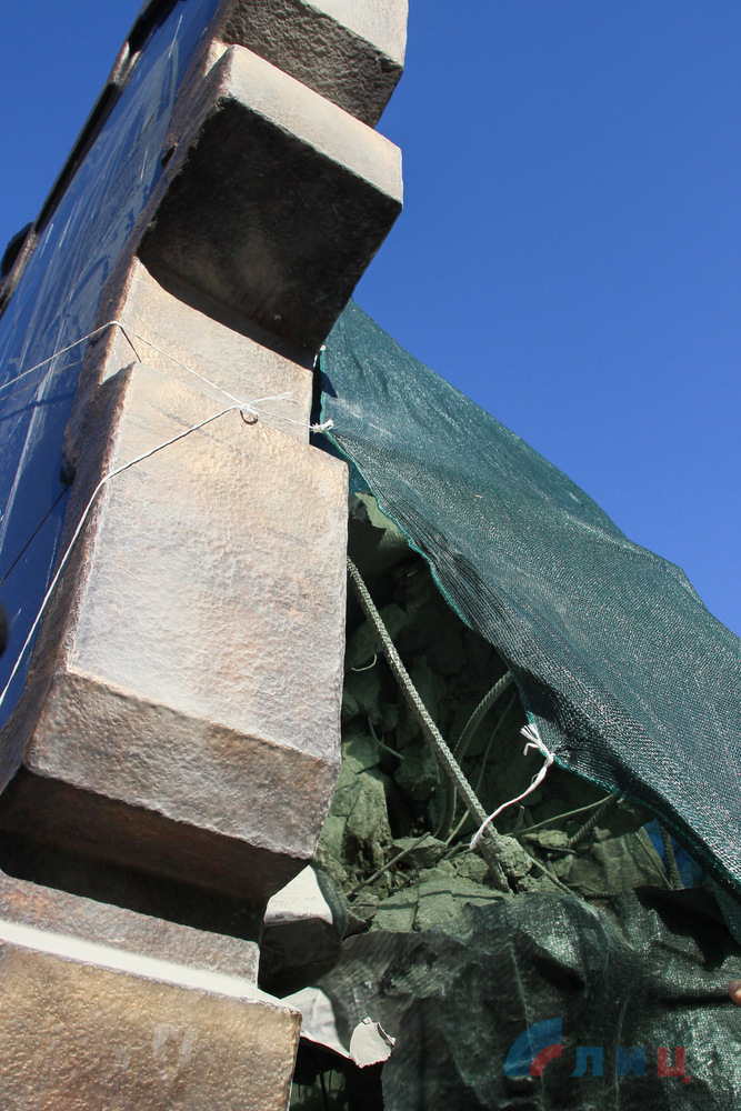 В Луганске подорвали памятник боевикам (Обновляется. 3 августа)