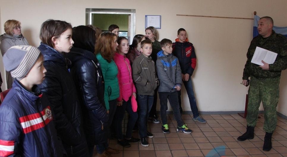 В «ЛНР» воспитанников детского дома отвели на экскурсию в СИЗО