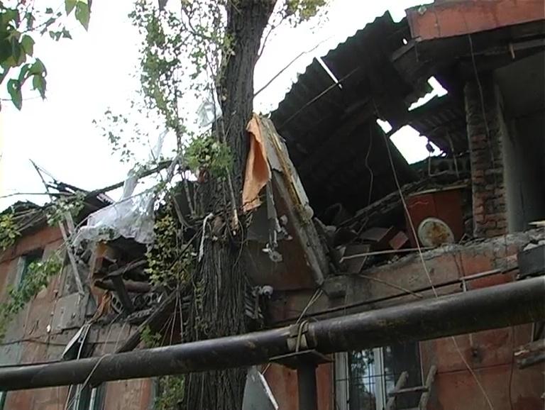 В оккупированном Перевальске взрыв уничтожил две квартиры в двухэтажном доме