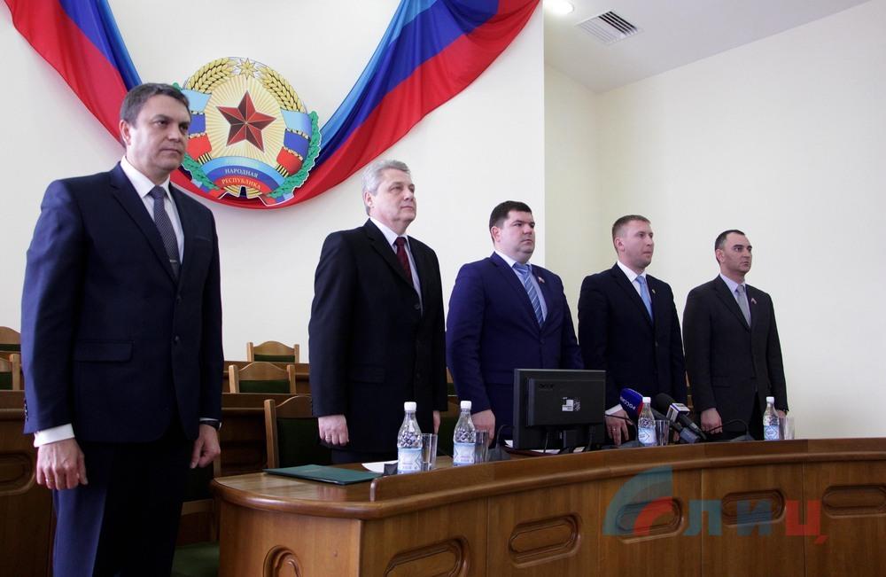 «Народный совет» принял отставку Плотницкого и утвердил Пасечника