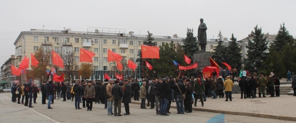 В Луганске митинговали в честь столетия революции