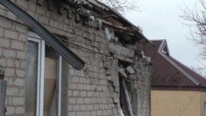 Полиция сообщает о повреждении более 100 зданий в Новолуганском