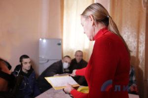 Пленникам боевиков «ЛНР» передали письма от родных