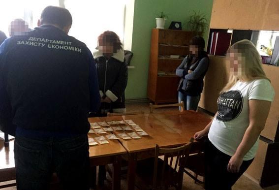 В Луганской области разоблачили на взятке замдекана одного из вузов