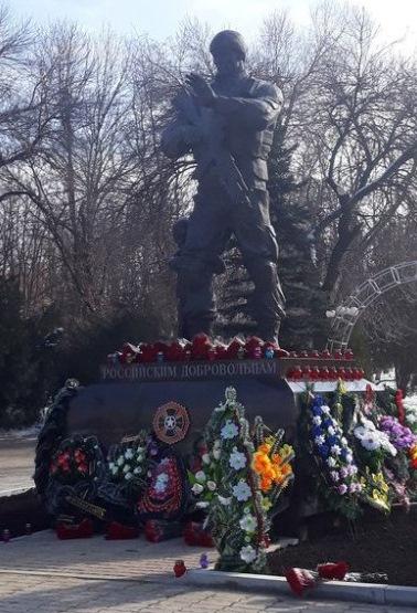 В Луганске поставили копию сирийского памятника «российским добровольцам»