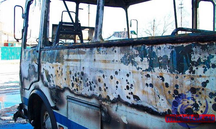 В Хрустальном на маршруте сгорел автобус