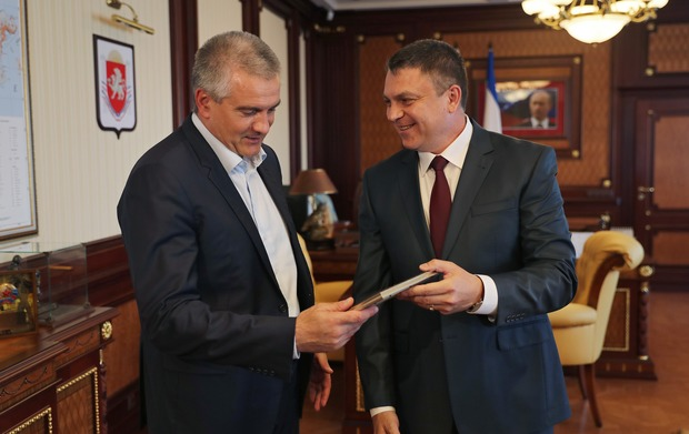 Пасечник в Крыму встретился с Аксёновым