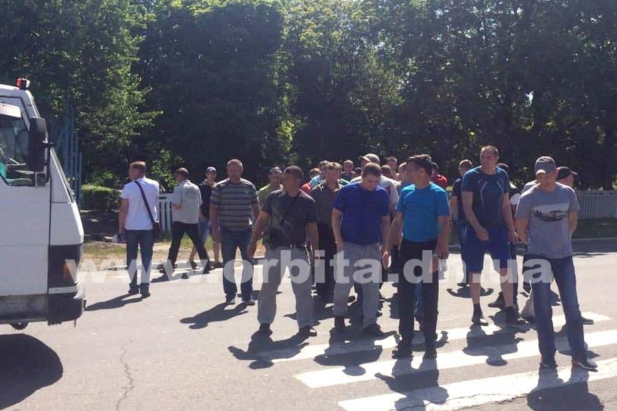 В Донецкой области шахтеры перекрыли дорогу