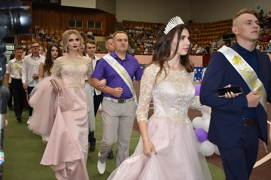 Школьники Луганской области отпраздновали выпускной (ФОТО)