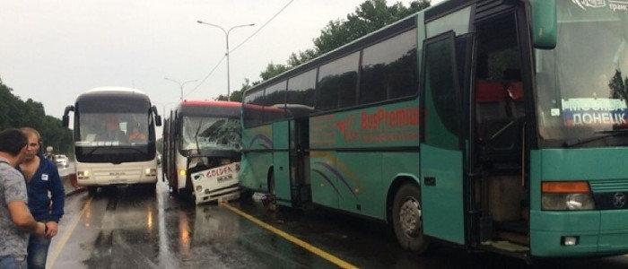 В России столкнулись автобусы из Луганска и Донецка