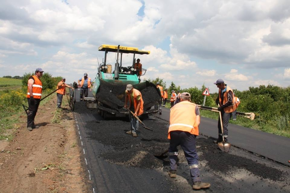 В Луганской области ремонтируют дорогу государственного значения