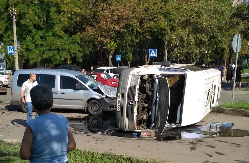 В Донецке перевернулся микроавтобус с детьми, — соцсети