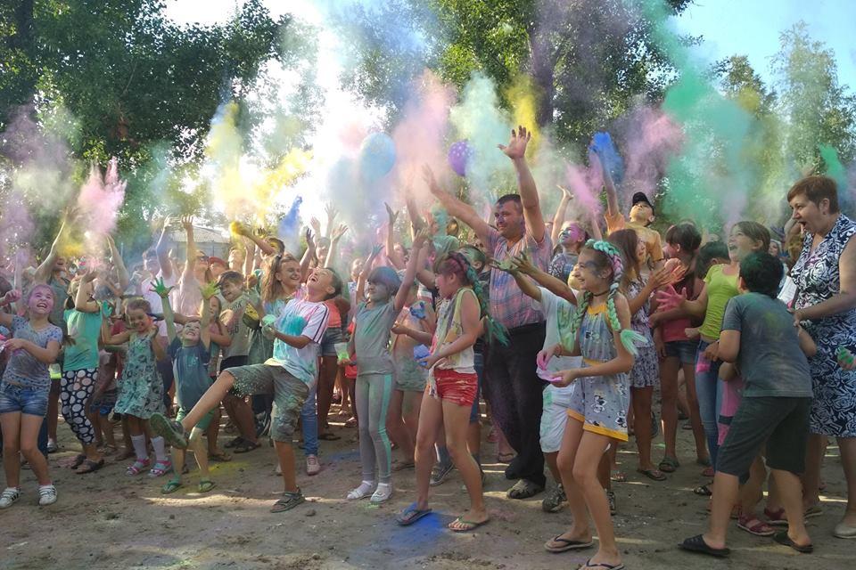 На Луганщине прошел праздник красок