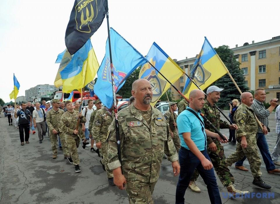Годовщину освобождения Лисичанска отметили военным парадом