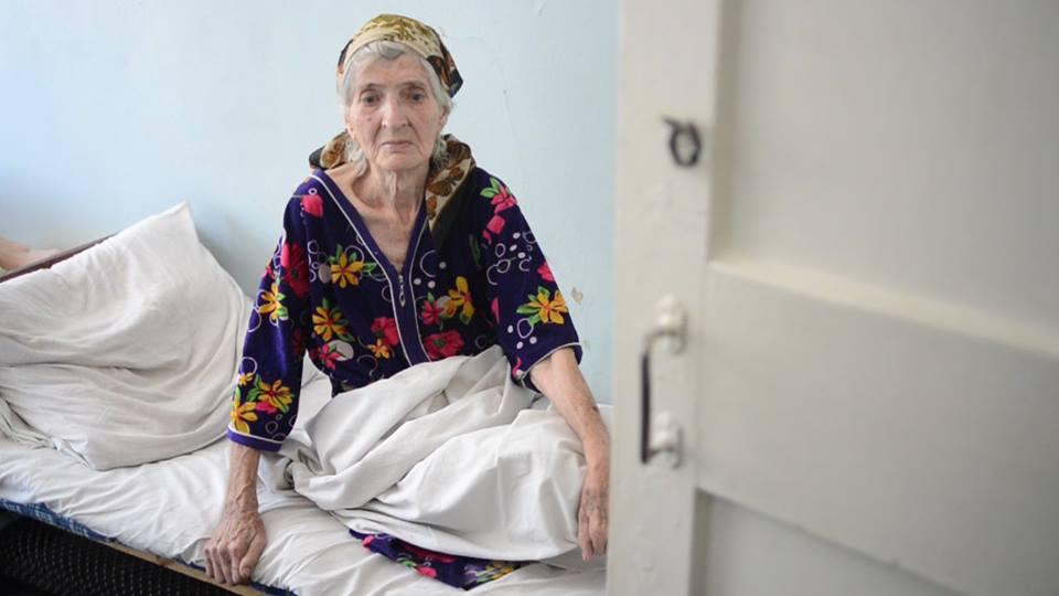 Бабушка из Докучаевска заблудилась и пришла по минному полю к украинским военным