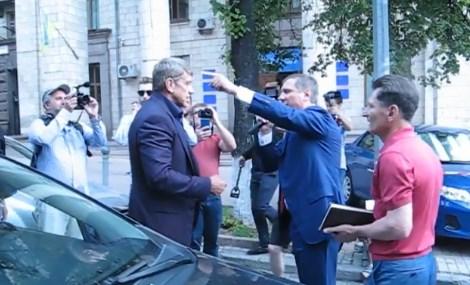 В Киеве министр энергетики Насалик чуть не подрался с нардепом Шаховым