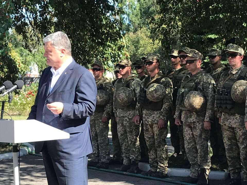 «Верьте». Порошенко обратился к жителям оккупированных городов Донбасса