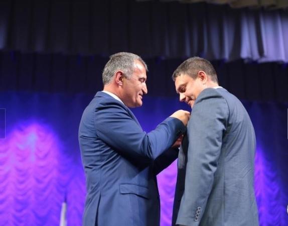 Президент частично признанной Южной Осетии наградил Пасечника орденом Дружбы