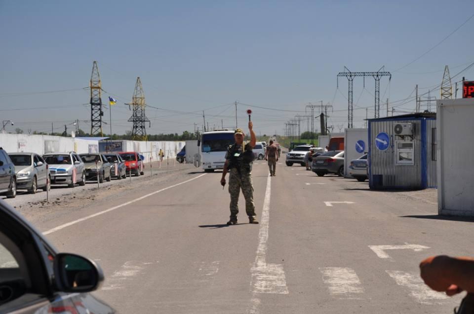 КПВВ «Майорское» закрыт, на «Марьинке» и «Гнутово» очереди и высокие цены за проезд