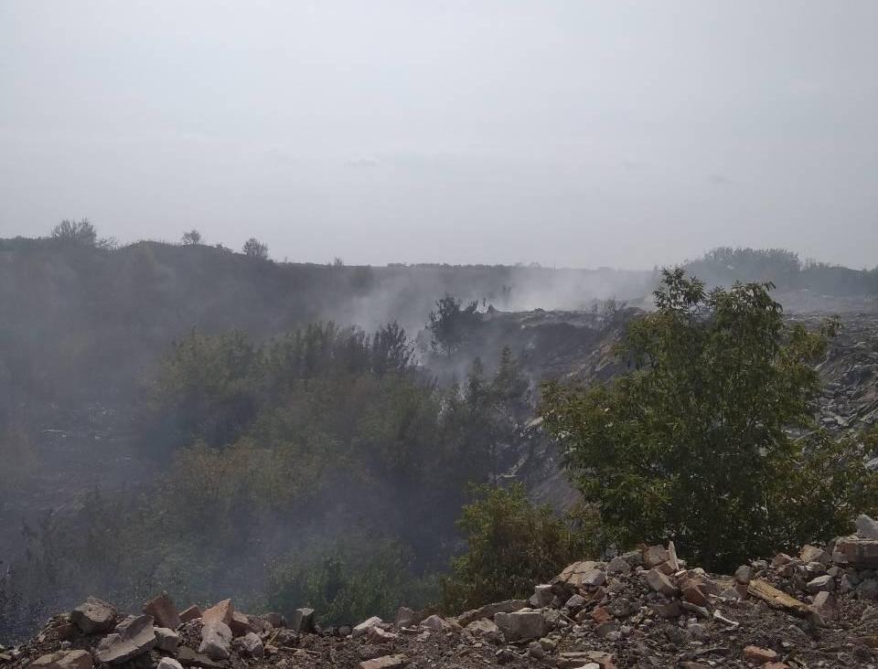 В Донецкой области горит полигон с отходами