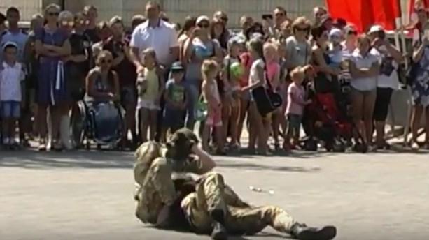 В Донецке детям показали шоу со стрельбой и рукопашным боем