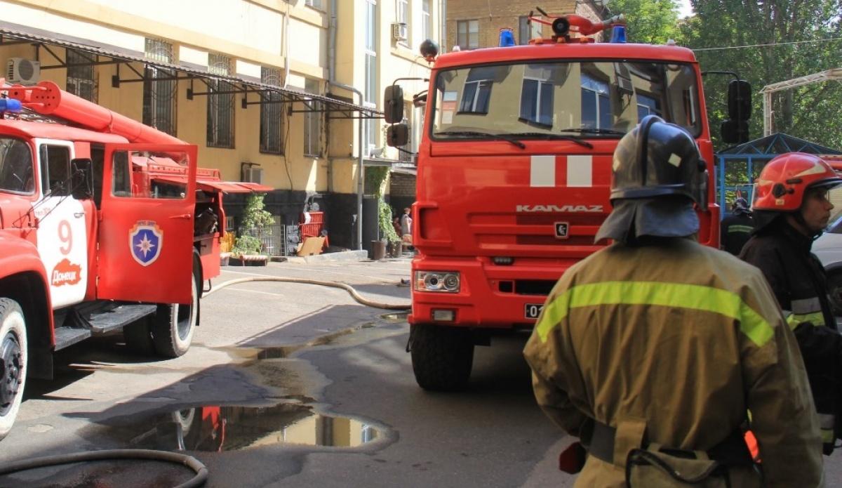 В центре Донецка горел главпочтамт