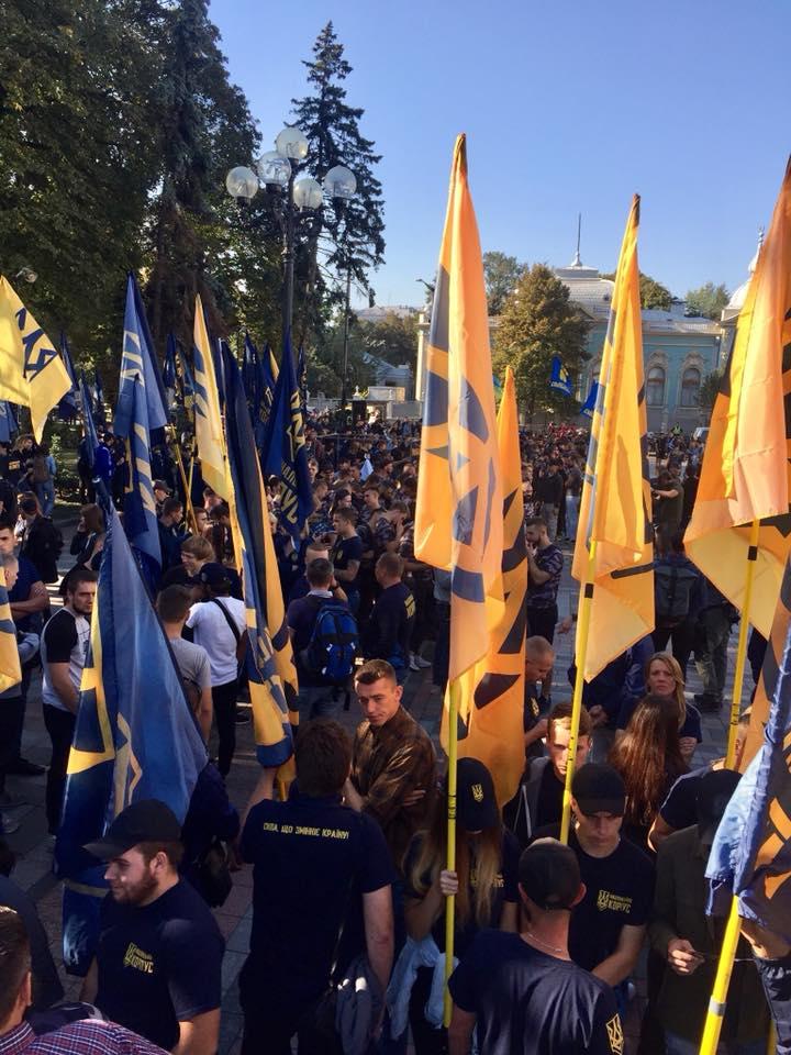 Под Радой националисты устроили потасовку во время акции в поддержку иностранцев-участников АТО