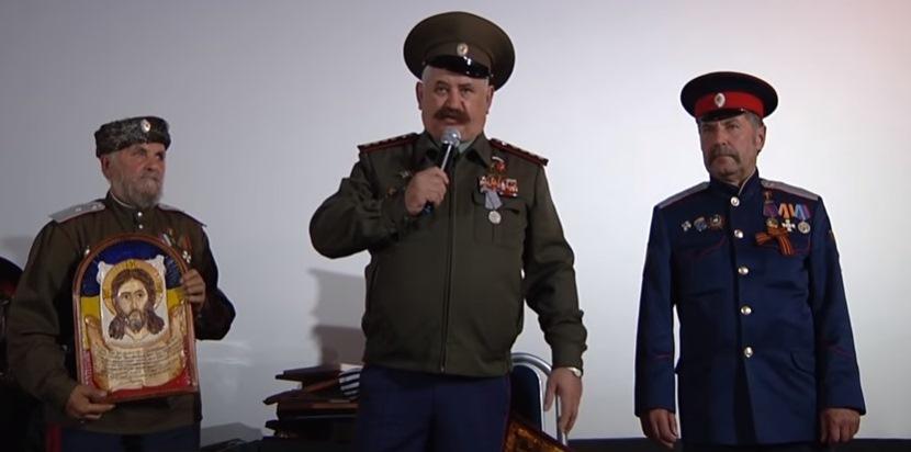 Атаман Козицин решил поддержать Пасечника на «выборах». Казаки проголосовали папахами